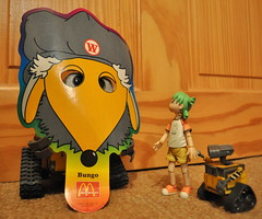 """Have you seen 'Big WALL-E'?"" Yotsuba asks the Womble.  163/365 (redrickshaw) Tags: mcdonalds disguise hiding womble walle yotsuba bungo the365toyproject thewomblesofwimbledoncommon toytuesdayandthursday2010 theoneobjectadayproject"