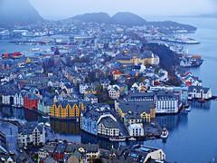 Alesund - Noruega (Jesus_l) Tags: agua europa ciudad noruega reflexions alesund  jesusl