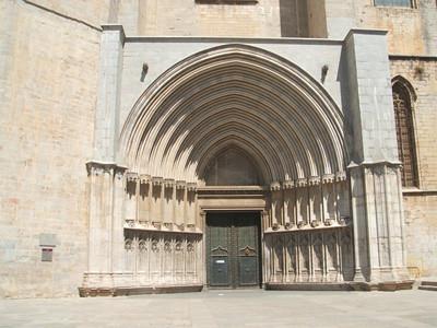 Puerta-de-los-apostoles-Gir