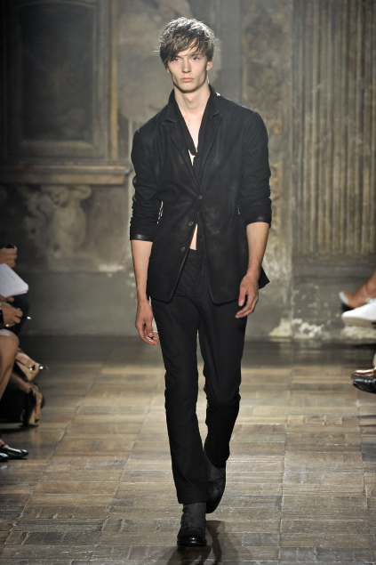 Linus Gustin3110_SS11_Milan_John Varvatos(first VIEW)