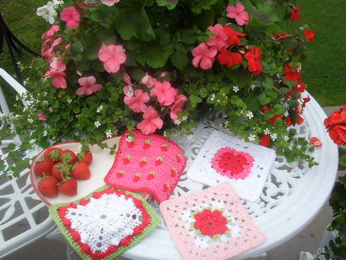 Great Squares for our 'Strawberry and Cream' Challenge! ......>