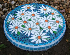 DAISIES stepping-stone (Lynn Bridge) Tags: mosaic stainedglass steppingstones glasstile