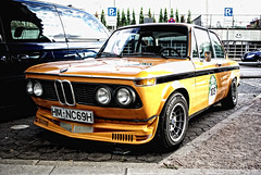 BMW Alpina 2002 ti (jens.lilienthal) Tags: auto old 2002 orange classic cars car vintage alpina hamburg voiture historic 02 bmw autos hm landungsbrücken ti voitures kantsteinlegenden