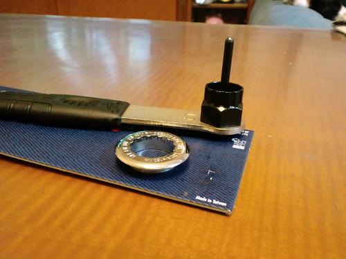 カンパのロックリングとスプロケ抜き工具