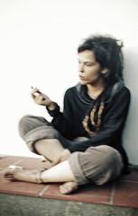 patience (maruan's travel [a bit away.. vEEEry busy]) Tags: blur smoking talking fumar dreadlock distracted desfocada rastas leonor distrada paraldefallujah naamenacavaqueira
