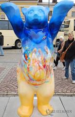 Cape Verde (Ari Helminen) Tags: life bear autumn art colors statue standing suomi finland oso helsinki peace arte bears exhibition harmony handsup understanding syksy karhu rauha unitedbuddybears taide vrit
