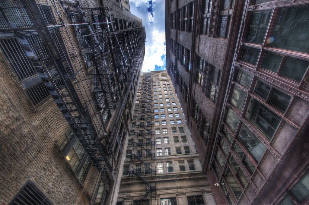 An alley in the Loop.