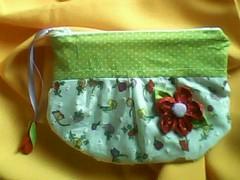 Mini necessaire (VENDIDA) (Patrcia Borba) Tags: artesanato fuxico clutch feltro handbag tecido costura organizador necessaire