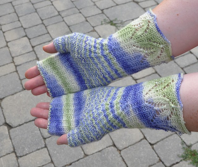 Maia mittens finished