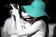 Lady Flickr (jojofotografia) Tags: red people blackandwhite bw woman sc hat lady canon rouge persona photo donna nikon flickr hand shot d turquoise femme main sigma noto mani bn persone chapeau donne sicily fx 700 shoulder rosso 70200 personne sicilia siracusa biancoenero turchese selectivecolour 2x épaule appareilphoto spalle cattura flickerista trattamento d700 postprodution canonista 6millionpeople pienoformato nikond700 140400
