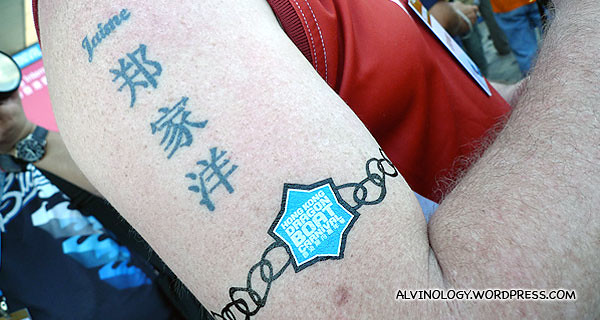 Pete got himself a temporary tattoo of the dragon boat carnival before we headed back
