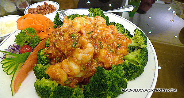 Stirred fried prawns in chilli sauce