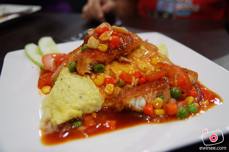 HEAVEN-CAFE-NZX-omellete-rice-tomato-fish