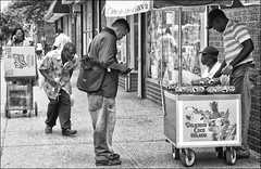 New York City (andrealinss) Tags: street nyc newyorkcity people blackandwhite bw usa white ny newyork black gente harlem streetphotography menschen schwarzweiss streetfotografie andrealinss
