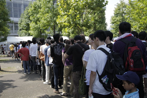 Long queue outside Tokyo Game Show 2010