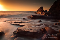 Waiting for the Sunset (saki_axat) Tags: sea seascape water canon atardecer mar rocks playa bizkaia basquecountry cantabrico 50d azkorri nd1000