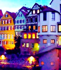 Tbingen : Zwingelmauer mit  illuminierter Neckarfront  zum  ~ flanieren ~ amsieren ~ relaxen (eagle1effi) Tags: light luz germany favoriten deutschland lumix abend licht colorful flickr bestof photos lumire landmarks selection landmark fotos crop tuebingen lux luce picnik auswahl orton beste tbingen ausschnitt lumen damncool tubingen wahrzeichen  sehenswrdigkeit wrttemberg sehenswrdigkeiten badenwuerttemberg neckarfront stocherkahn magiclight selektion hochkant anlegestelle 10faves views100 views200 tubinga amust lieblingsbilder eagle1effi ishotcc byeagle1effi lumixaward colorsboosted ae1fave  zwingel yourbestoftoday dibenga stadttbingen lumixlumixbestlumixnightshot neckarbistro knackigbunt zwingelmauer topptipp whitecorrected beautifulcityoftubingengermany beautifulcityoftbingengermany ber100malgesehen tagesbeste dibeng tubingue