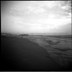 (...storrao...) Tags: sunset sea sky blackandwhite bw man 6x6 film portugal clouds holga sand ghost pb porto filme pretoebranco 120mm lateafternoon matosinhos holgagraphy selfdeveloped onfilm gp3 shanghaigp3 ilfotechc ilfordilfotechc film:iso=125 epsonv500photo storrao sofiatorrão developer:brand=ilford film:brand=shanghai film:name=shanghaigp3100 shanghaigp3100asa developer:name=ilfordilfotechc filmdev:recipe=6005