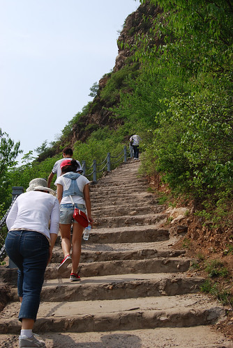 v37 - Climbing up to the Great Wall