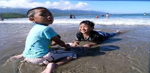 美麗的杉原灣,是我們大人與小孩的共同回憶。攝影:林國勳,刺桐部落提供。