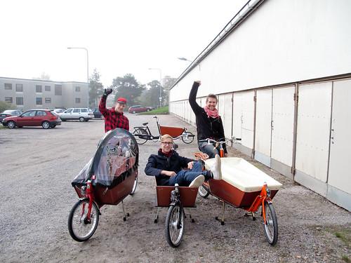 Neljä laatikkopyörää, kolme omistajaa