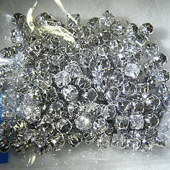 Diamond stud beads