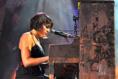 Norah Jones (John McD) Tags: park jason wisconsin dave john jones tim concert five live performance young neil nelson tyler miller american 25 milwaukee idol steven willie feingold kenny wilco norah chesney russ tweedy twenty matthews mraz farmaid reynolds 2010 mellencamp farmaid25