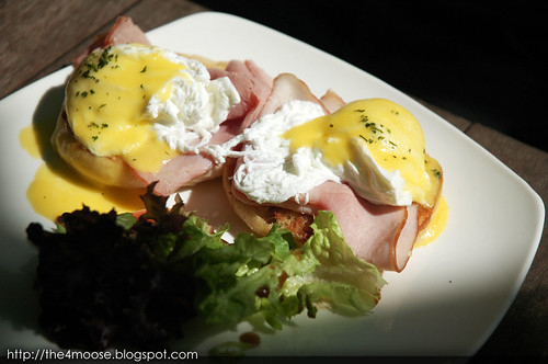 eM by the River - Eggs Benedict