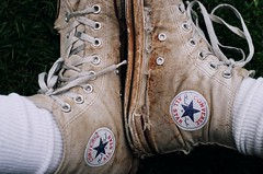 (Tommy Petroni) Tags: brown white up grass socks shoe star tears all dirty converse beat chucks laces ratty rips
