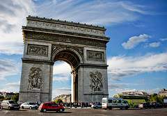 Arc de Triomphe (Mia ) Tags: city blue sky paris france love clouds canon de arc triomphe khalid manal 400d