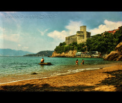 Cartolina da Lerici (in eva vae) Tags: old blue sea sky italy panorama seascape castle art beach nature water colors canon watercolor painting landscape boats eos rebel bay boat dock sand scenery kiss eva italia mare blu framed liguria azure barche canvas cape framing colori castello spiaggia paesaggio textured laspezia x3 baia postprocessing 500d lerici promontorio acquerello porticciolo bagnanti eos500d saariysqualitypictures t1i eosrebelt1i inevavae