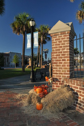 Swainsboro, Patriot Square Autumn Decorations