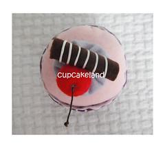 cupcake tecido mod.5 (Cupcakes de tecido Cupcakeland) Tags: cupcakes decoração presentes sache lembrancinhas alfineteiro agulheiro cupcakefeltro docesdefeltro cupcakedetecido lembrançaparachá lembrançaparacasasamento docesemfeltro docesemtecido