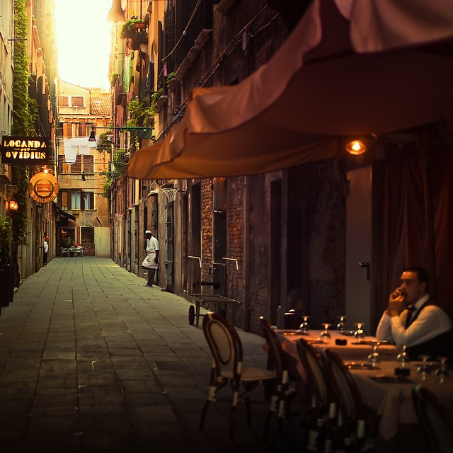Cuba Gallery: Italy / Venice / vintage / restaurant / people / natural light / street / urban / photography