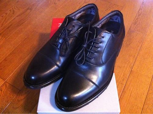 リーガル(REGAL)のゴアテックスなストレートチップ黒革靴