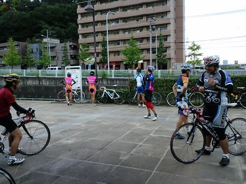 大丸公園に集まったオヤジ朝練参加者