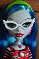 Ghoulia's First Portrait (Pint-Size Pirate) Tags: portrait monster high doll dolls zombie first mattel yelps ghoulia ghoulias