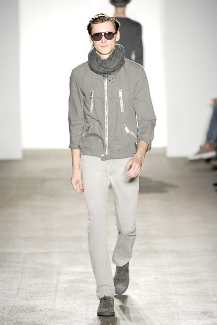 Bastiaan Ninaber3429_SS11_NY_Simon Spurr(VOGUEcom)