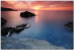 autumn dusk at the sea (chris frick) Tags: autumn light sunset sun seascape fall rocks exposure tripod wideangle explore textures filter rays mallorca seashore mediterraneansea lowshutterspeed balears cokin 5sec sooc originalcolours explore54 a550 longingforthesea remoteshuttercontrol chrisfrick 4gnd bensdavall sonyalpha550 tobaccolight autumnduskatthesea