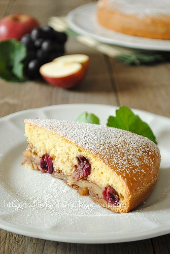 Torta di Mele e Uva Fragola-Apple and Strawberry Grape Cake