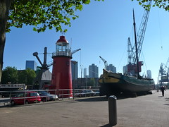 Lighthouse and Boat (grevillea.) Tags: lighthouse holland port boat rotterdam thenetherlands nederlands zuidholland southholland wbnawnl