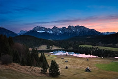 Karwendel Twilight (mibreit) Tags: sunset lake mountains alps nature germany landscape bavaria see twilight dusk hiking herbst natur berge alpen landschaft wandern garmisch karwendel gerold geroldsee
