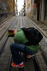 koleje (*janina*) Tags: city family november cidade people house portugal architecture town casa europe pentax lisboa lisbon tram da rails tramway lidi elevador 2010 listopad lisabon bica dum rodina foti koleje vitek vetek k20d zmetek