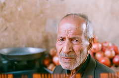 (San Panteno) Tags: portrait analog pomegranate seller