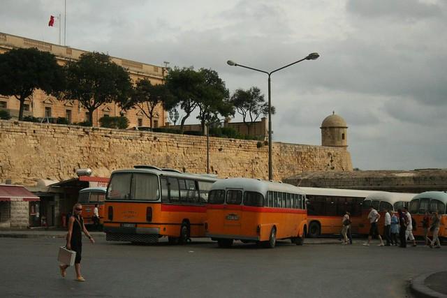 Terminal de autocarros em Valeta Malta