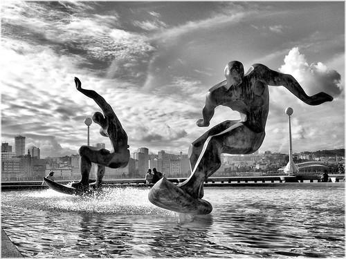 フリー写真素材, 芸術・アート, 彫刻・彫像, モノクロ写真, サーフィン・サーファー, スペイン,