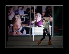Stadsgezichten / Townfaces (Theo Kelderman) Tags: holland netherlands canon nederland denhaag posters vrouw 2010 straat mensen stadsgezichten deuitdaging theokeldermanphotography townfaces