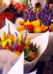 (gabbycruz) Tags: pikeplace seattle bouquets flowers