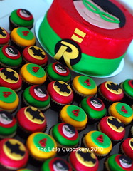 Robin Cake 'n' Cupcakes (Klaire with a Cake) Tags: robin cake cupcakes little batman tlc cupcakery klairescupcakes