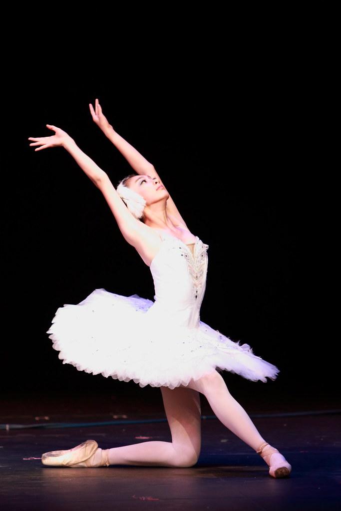 ballet dancers on stage - photo #20